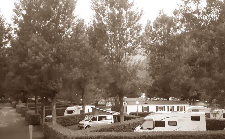 Emplacements caravanes et camping-cars